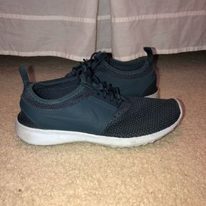 Navy NIKE Tennis Shoes *GREAT CONDITION*